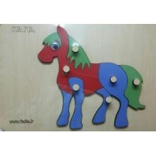 پازل اسب چوبی دکمه دار
